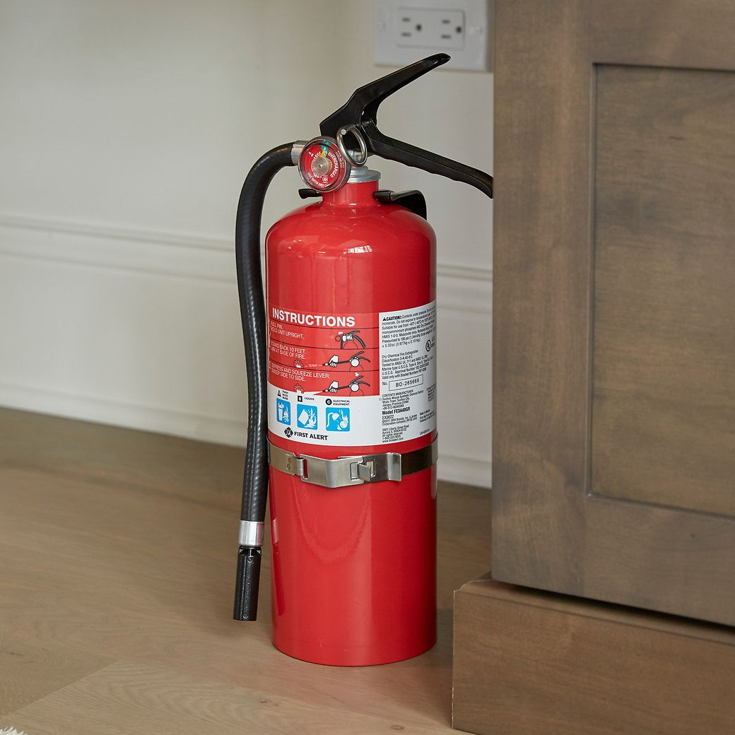 First Alert Rechargeable Heavy Duty Plus Fire Extinguisher UL rated 3-A:40-B:C (Red) - PRO5